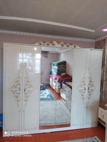 Шкаф,тумбы,зеркало