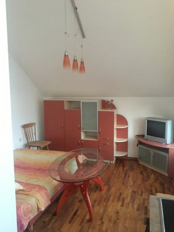 Давам под наем за нощувки двустаен апартамент в центъра на Русе
