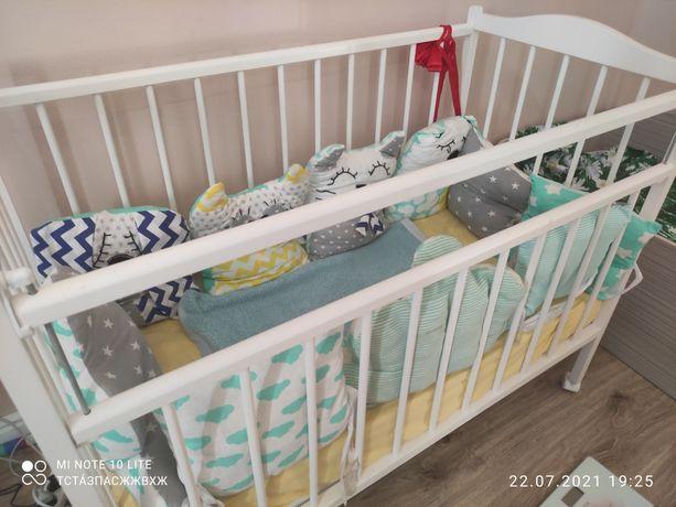 Продам детскую кроватку, с матрасом, с бортиками