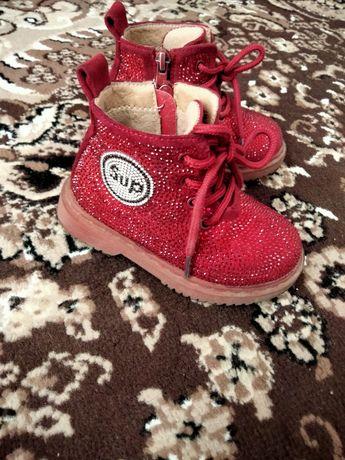 Продам детский осенний ботинки. Размер 23