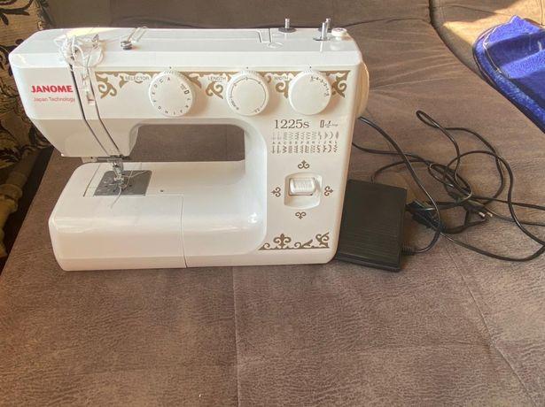 Швейная машинка в отличном состоянии