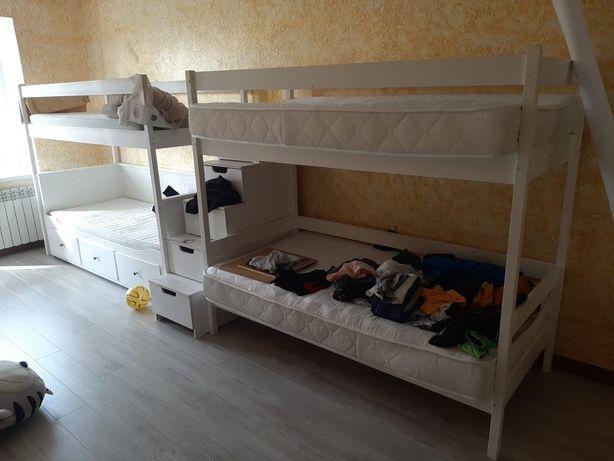 Продам двухяростную кровать на 4 мест
