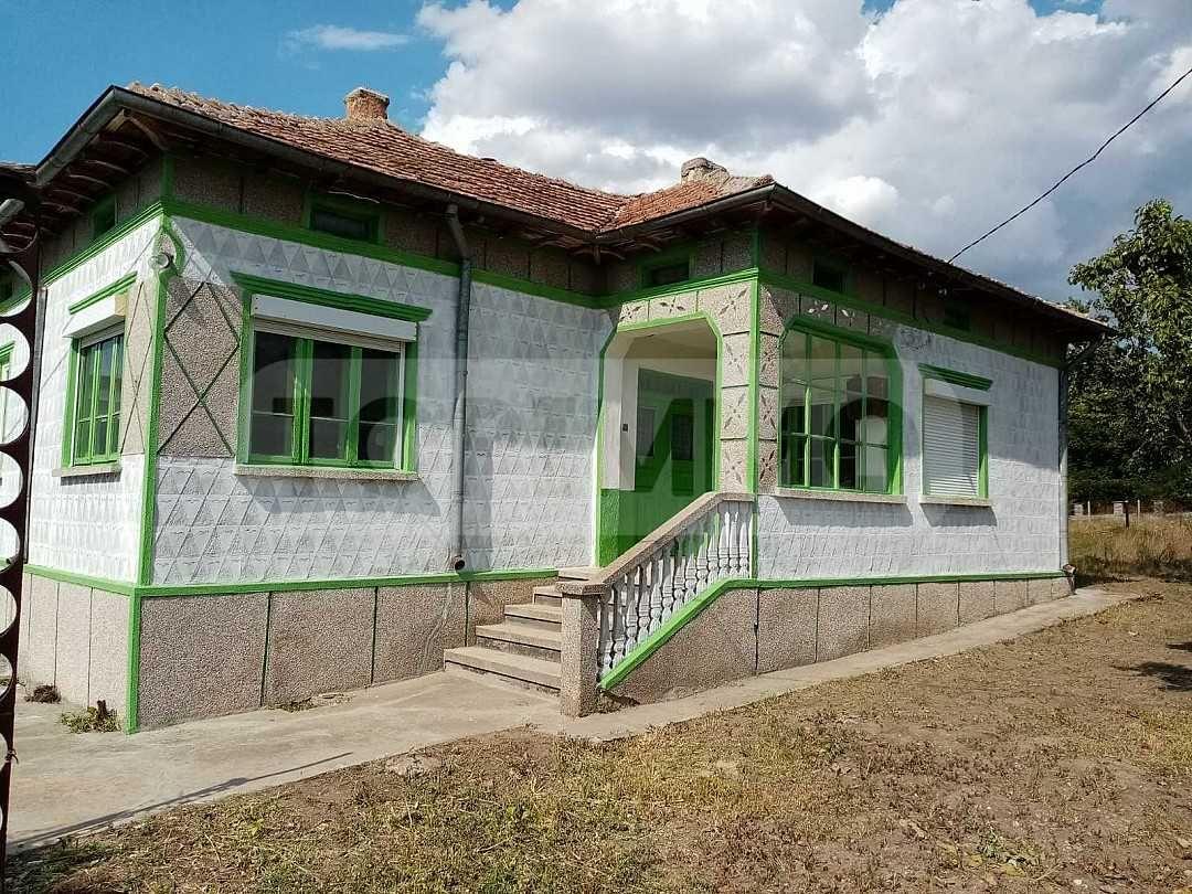 Едноетажна къща с просторен двор в село общ. Генерал Тошево