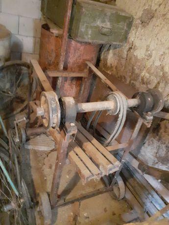 Станок с ос, стойка за резачка за дърва