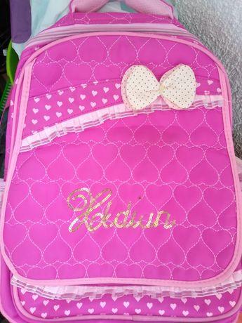 Розовый рюкзак на колесах