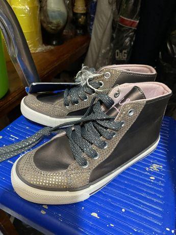 Продам кросовки на девочку
