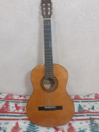 Классическая гитара с чехлом (новые металлические струны)