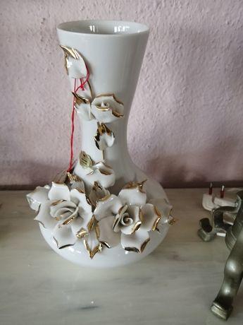 Порцеланова ваза декорирана  с позлата,Капо ди Монте.