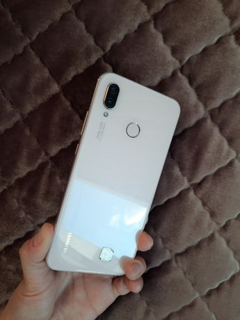 Продам телефон Huawei P20light