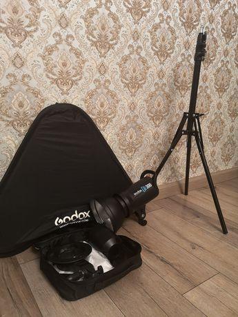 Студийный свет Godox DE 300
