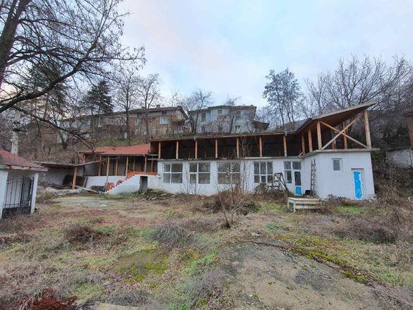 Продавам комплекс Бункера в с.Тополово - 120кв.м. - З. и 470кв.м. - Д.