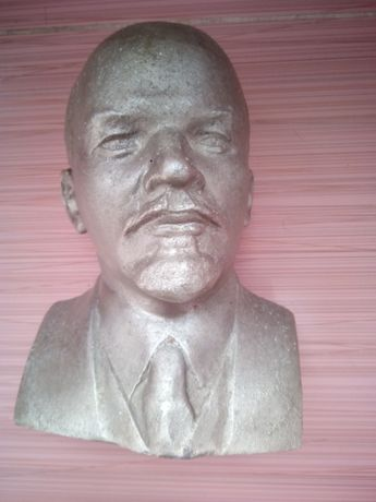 Алуминиев бюст на Ленин