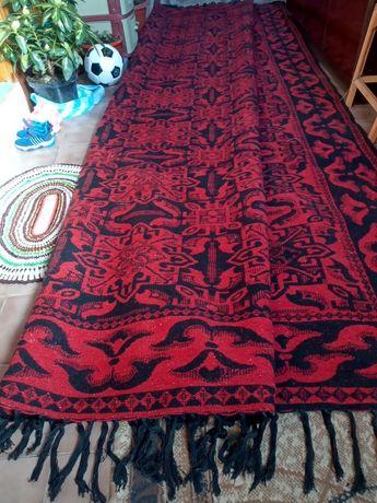 Продава се килим
