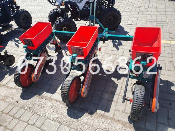 Semanatoare de porumb sfecla pentru tractor cu fertilizator si reglaje