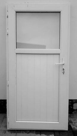Пластиковая дверь из высококачественного материала