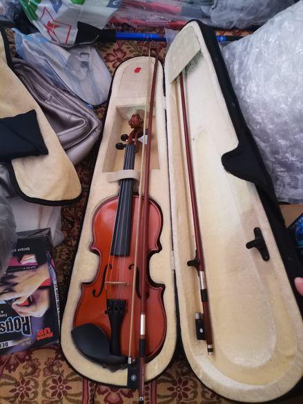 Цигулка с калъф и два лъка