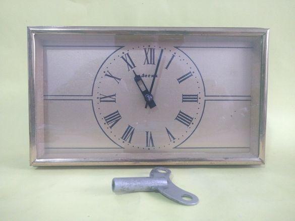 Руски Механичен Настолен Часовник Весна Съветски СССР
