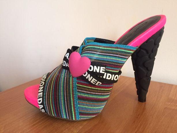 Женская летняя обувь / Модные сабо на каблуке