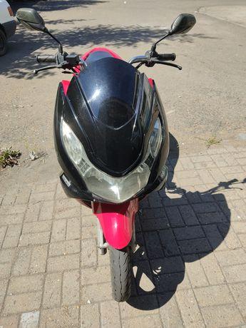 Продам скутер Honda PCX