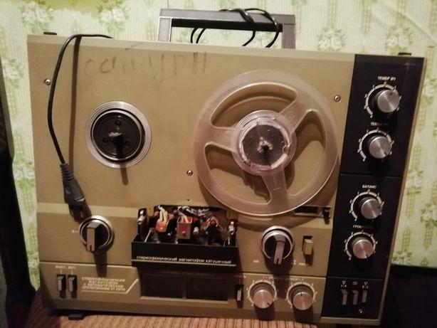 Магнитофон  катушечный СССР Сатурн