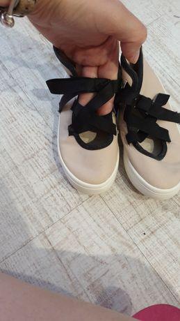 Zara бебешки обувки за малка принцеса
