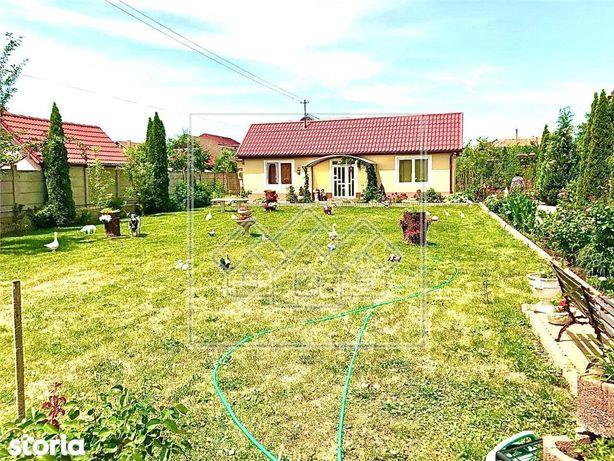 Casa individuala - 3 camere - curte generoasa - zona C.Poplacii