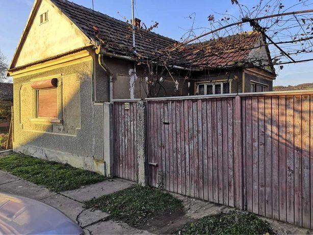 Casa batraneasca in Zauan