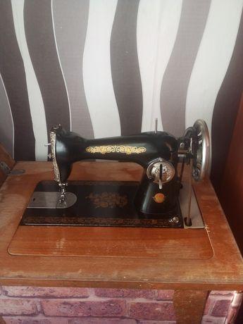 Продам ножная швейная машинка