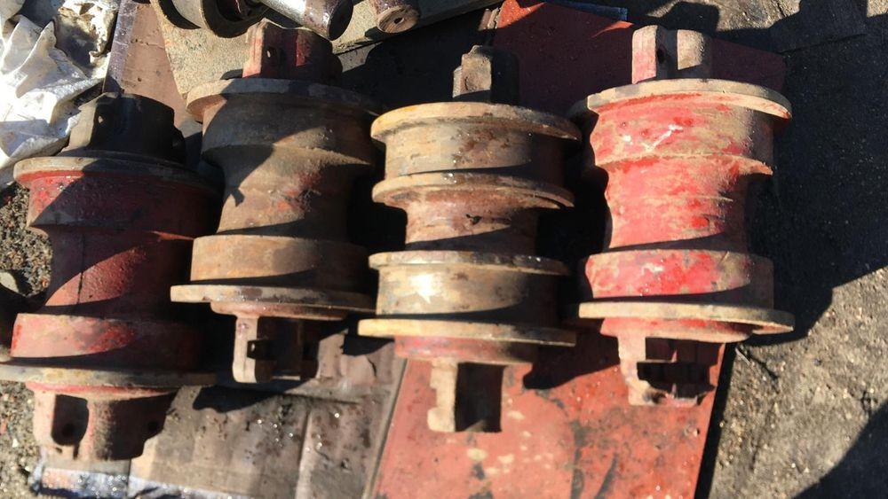 SC PIESE UTILAJE reparatii role Buldozer  și excavator Vernesti - imagine 1