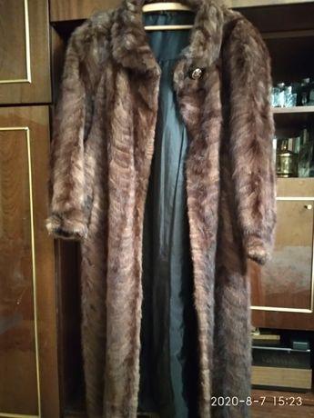 Запазено дълго кожено палто от естествен косъм, визон
