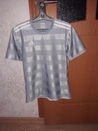 Фирменная футболка Adidas размер S-M
