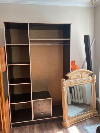 Шкаф для одежды, зеркало