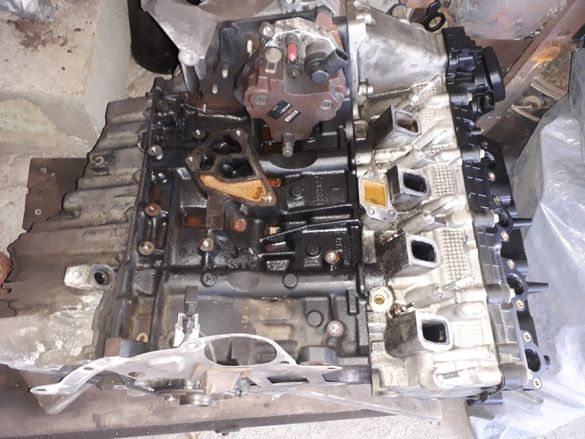 продавам двигател за БМВ Е 90 163к.с , цял за части