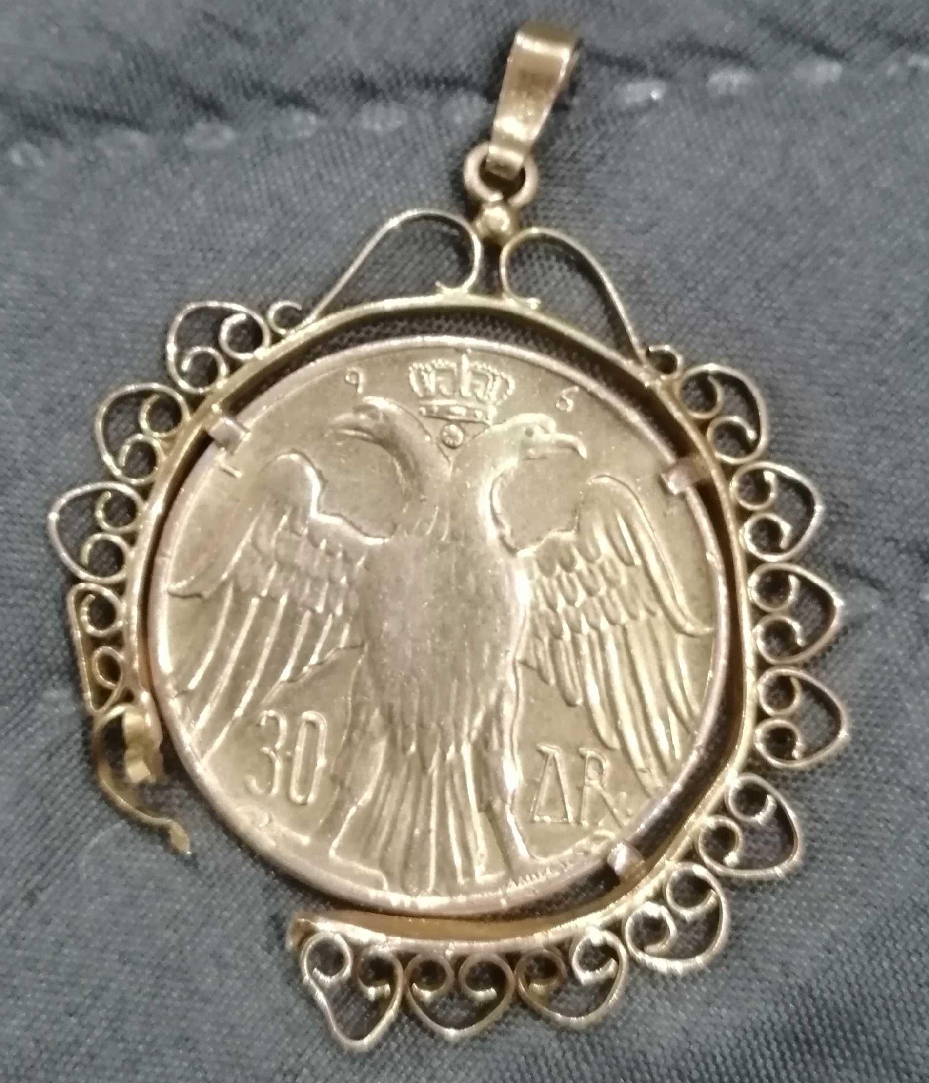 Стар сребърен позлатен медальон с монета такава 1964 год.