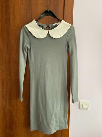 Нова сива рокля с бяла якичка