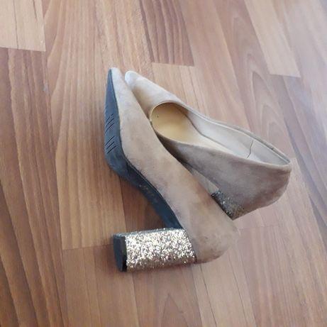 Обувь женская. Тув