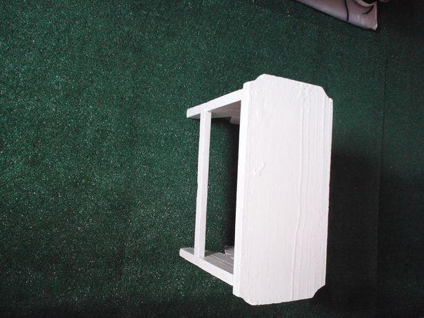 Scaunel alb (băncuță)