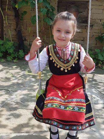 Фолклорни ризи,рокли и народни носии.Изработка по индивидуални размери