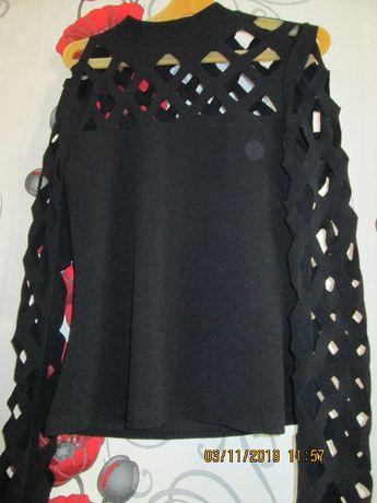 Блуза - лазерно рязано деколте и ръкави