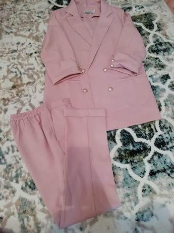 Костюм и платье в хорошем состоянии