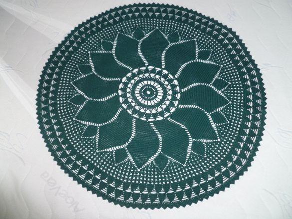 Голяма ръчно плетена покривка за маса на една кука