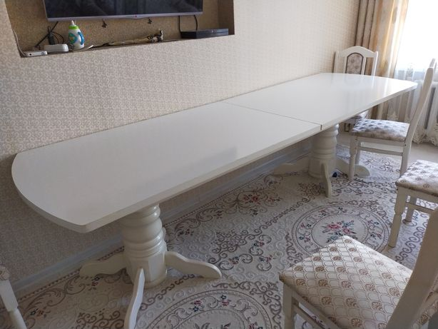 Стол 3,5 метра ,в хорошем состоянии ,разбирается по частям ,