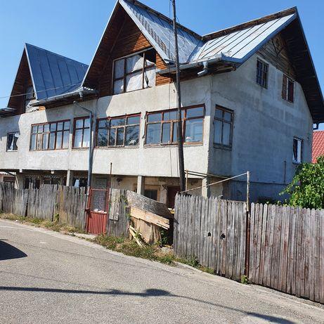 Vând casa în Mioveni - centru