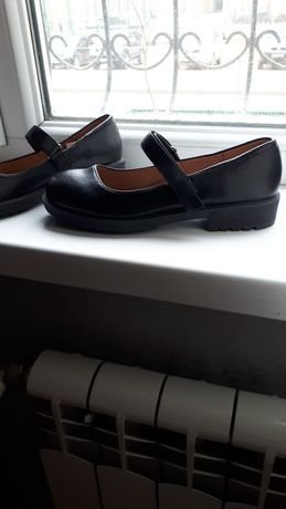 Продам новые кожанные туфли для девочек