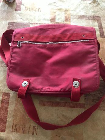 Червена дамска чанта