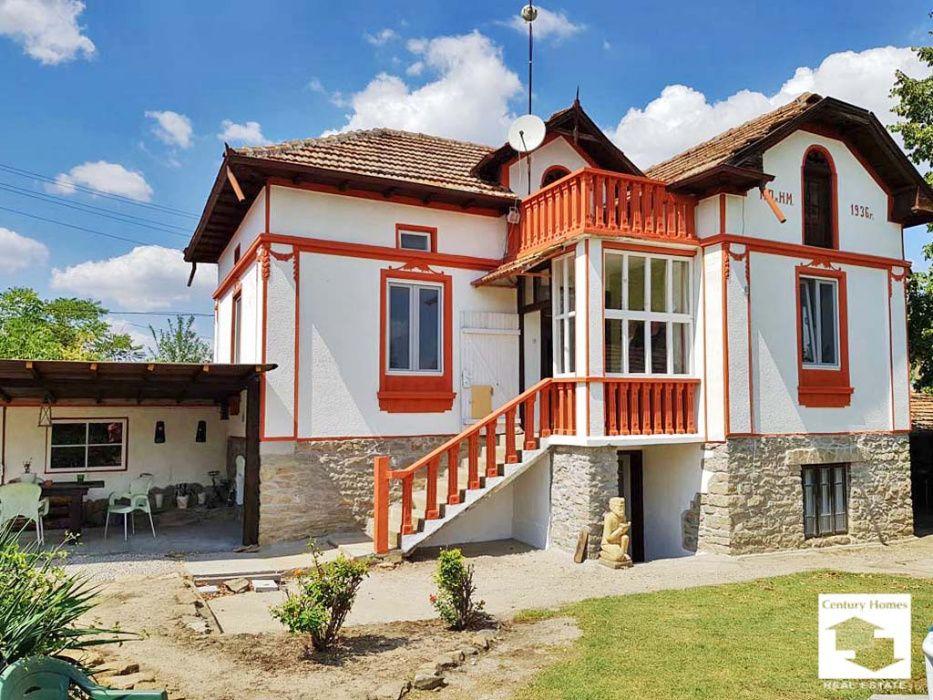 140187 Просторна, реновирана двуетажна къща с гараж и голям двор