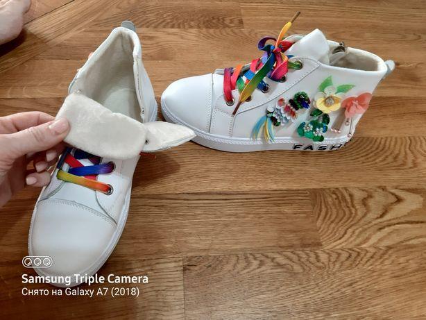 Продам демисезонные ботинки для девочек