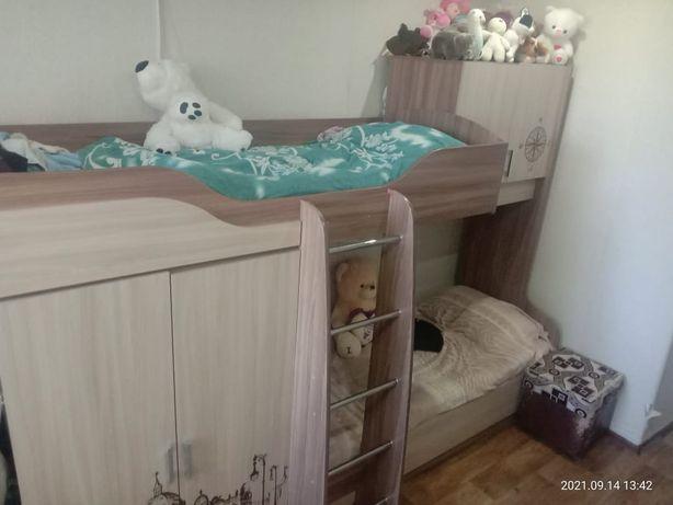 Продам двухярусную кровать детская