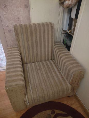Продам кресло в гостиную