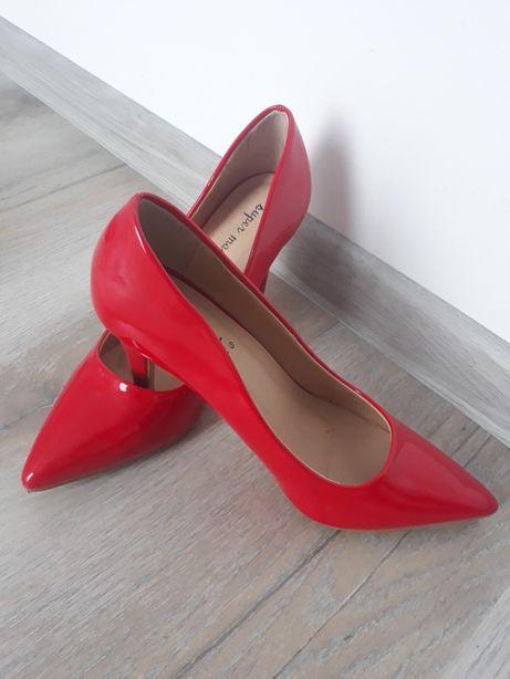 Pantofi stiletto!